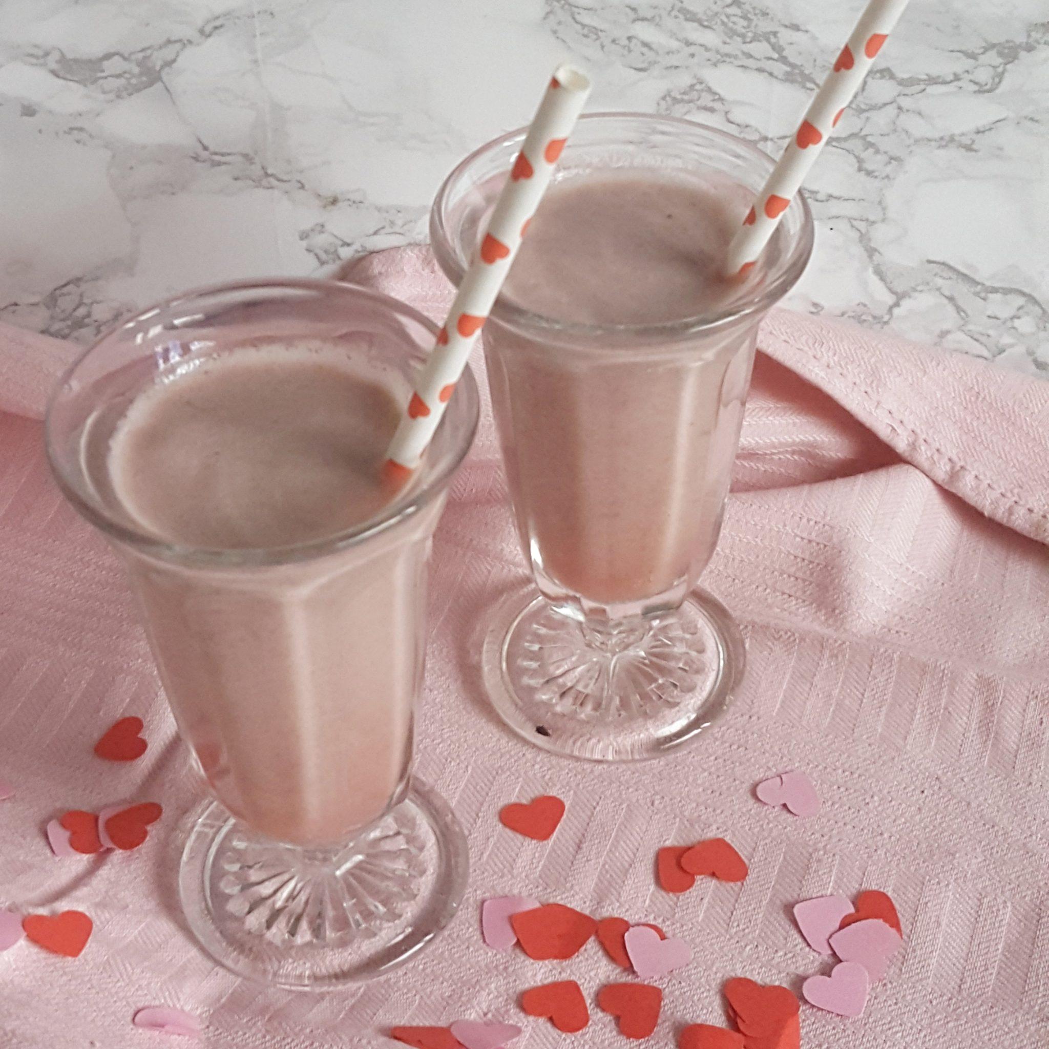 Valentijnsrecept: warme roze chocolademelk