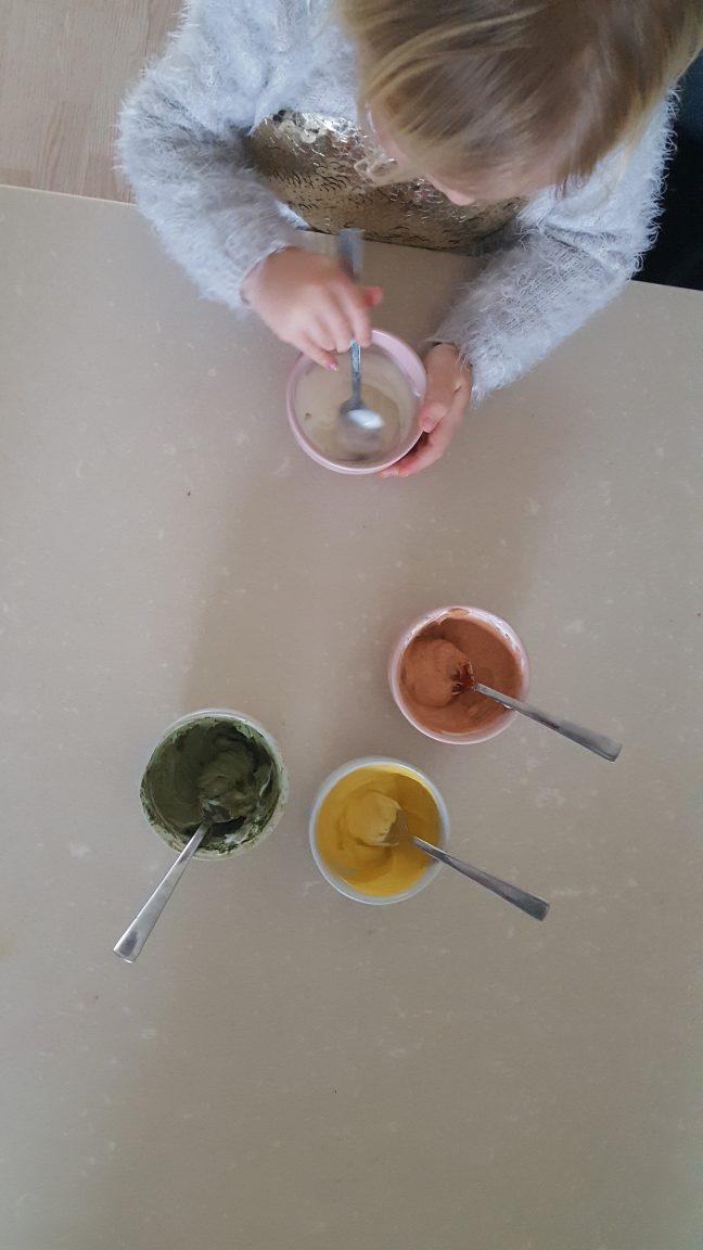 Mommy Monday: vingerverven met yoghurt