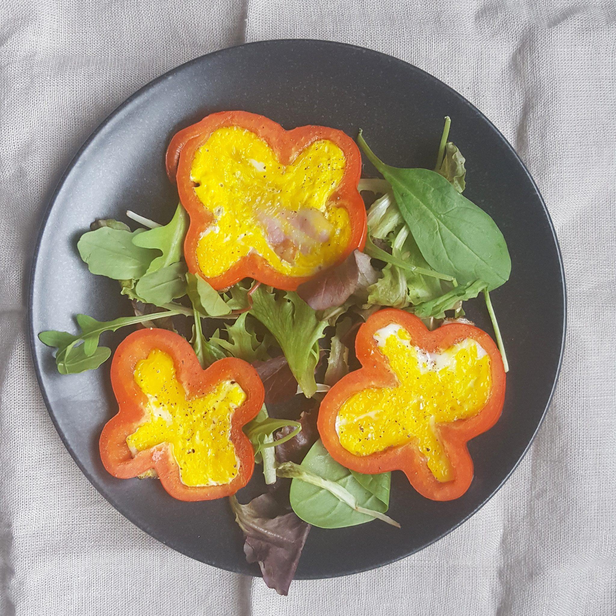 Recept: Paprikabloemen met spek en ei